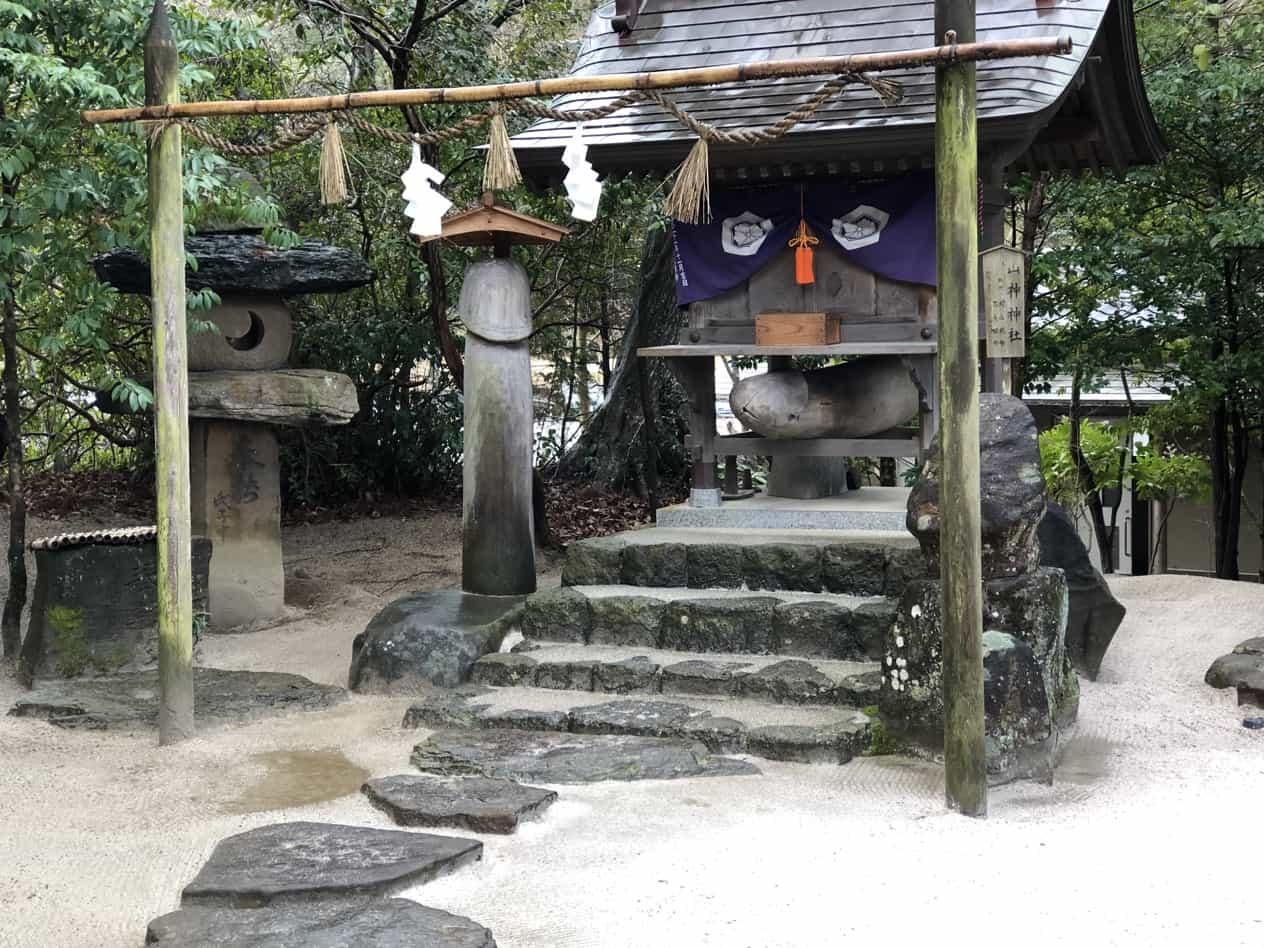 八重垣神社の男根