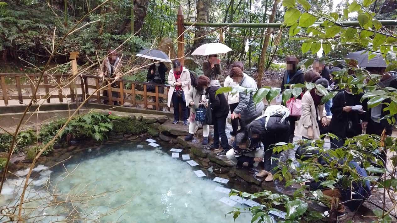 八重垣神社鏡の池