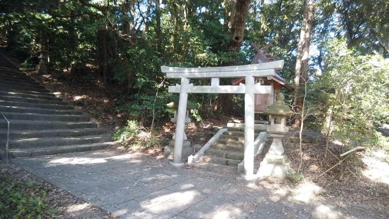 長浜神社内坂下荒神社